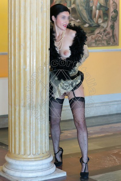 Foto 720 di Helene Castelli escort Perugia